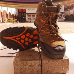 Sepatu Gunung No 42